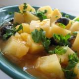 Картофель с маслинами запечённый в томатном соусе