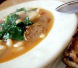 Фасолевый суп с гренками